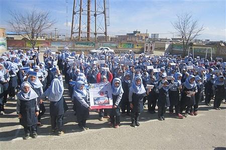 تقدیم هدایا و وجه نقد توسط دانش آموزان دبستان مائده منطقه خزل به دانش آموزان بی بضاعت  | Fatemeh Siavashi