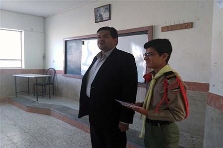 توزیع سیصد پاکت دریافت کمکهای نقدی اولیا و دانشآموزان هنرستان البرز به سیلزدگان | Mahdi Arasteh