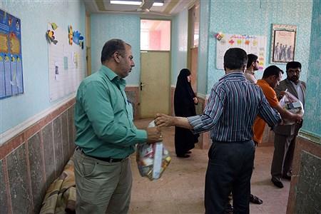 جمع آوری و ارسال اقلام بهداشتی و خوراکی از سوی آموزش و پرورش ناحیه 3 اهواز  به مناطق سیل زده شهر الهایی | Neda Golchin