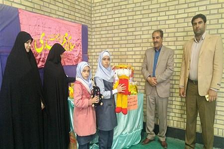 اهداء عروسک به کودکان سیل زده توسط دانش آموزان دبستان مائده منطقه خزل همدان | Fatemeh Siavashi