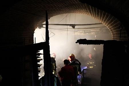 شب گذشته بازار تاریخی سرپوشیده آتش سوزی  به شدت آتش گرفت و مغازه های زیادی در این آتش سوختند. | Masoud Sepehrinia