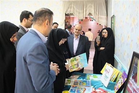 بازدیدمعاون وزارت آموزش وپرورش از نمایشگاه دستاوردهای علمی پژوهشی دانش آموزان استان | reza