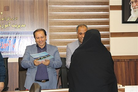 تجلیل از کارمندان نمونه آموزش و پرورش شهرری در هفته دولت | sheyda mashhour