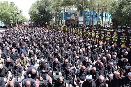 مردم آباده همزمان با سراسر کشور نمازظهر وعصر خودرا به مولای عاشقان امام حسین (ع)اقتدا کردند. | Mohmad Mehdi Erfan
