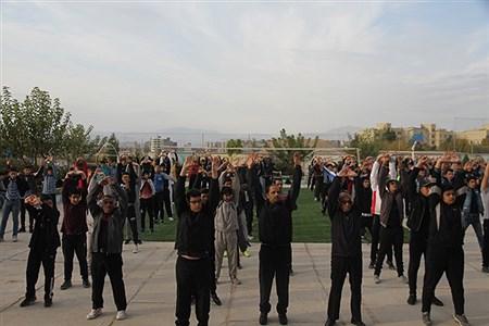 بجنورد(پانا) -به مناسبت هفته تربت بدنی حضور مدیرکل آموزش وپرورش خراسان شمالی در ورزش صبحگاهی دبیرستان نمونه دولتی 9 دی     Majid Yazdani