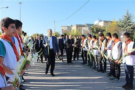 غبارروبی و عطر افشانی مزار شهدای همدان توسط دانش آموزان پیشتاز به مناسبت هفته بسیج دانش آموزی | Sahar Chahardoli