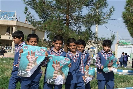 حضور پرشور دانشآموزان شهرستان زهک در راهپیمایی 13 آبان | sahar kikhaei