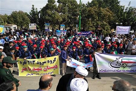 نمایش استکبار ستیزی مردم ولایتمدار شهرستان بهارستان در راهپیمایی ۱۳آبان | Zahra Yousefi