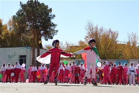 اولین المپیاد درون مدرسه ای مدرسه 22بهمن در سال جاری با شعار مدرسه شاد جامعه سالم امروز با اجرای برنامه های متنوع ورزشی برگزار شد.   Sediqeh jannati