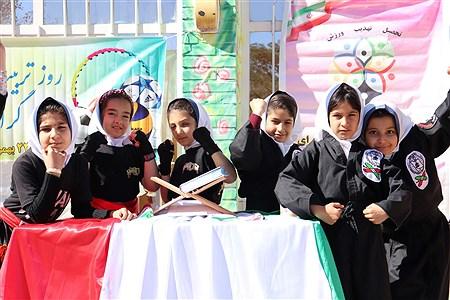 اولین المپیاد درون مدرسه ای مدرسه 22بهمن در سال جاری با شعار مدرسه شاد جامعه سالم امروز با اجرای برنامه های متنوع ورزشی برگزار شد. | Sediqeh jannati