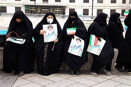 مردم انقلابی و بصیر مشهد امروز جمعه ۱ آذر ۱۳۹۸ با حضور در راهپیمایی گستردهای که از میدان شهدا تا حرم مطهر برگزار شد، اقدامات اخیر آشوب طلبان، عناصر فرصت طلب، مزدوران گروهکهای نفاق و ایادی استکبار را در آتش زدن بانکها، اتوبوسها، خودروهای مردم، اماکن عمومی و ضربه به امنیت ملی را به شدت محکوم کردند. | Ehsan Hadi
