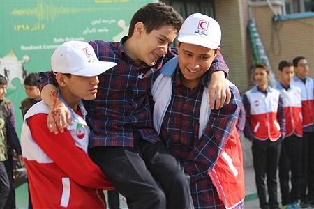قم (پانا) - با حضور جمعی از مدیران کل استان قم بیست و یکمین مانور سراسری زلزله در بیش از 1400 مدرسه استان برگزار شد.   Ali Ahmad Niya