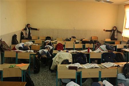 رشت (پانا) - بیست و یکمین مانور زلزله و ایمنی با عنوان مدرسه ایمن - جامعه تاب آور امروز همزمان با سراسر کشوردر مدارس گیلان برگزارشد . | mohammadhosseinzadeh