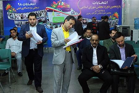 دومین روز ثبت نام انتخابات یازدهمین دوره مجلس شورای اسلامی | Hossein Paryas