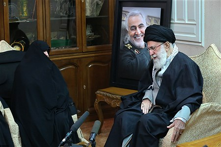 حضور رهبر معظم انقلاب اسلامی در منزل سپهبد شهید حاج قاسم سلیمانی   Khamenei.ir
