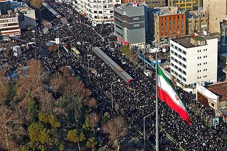 اقامه نماز بر پیکر شهید سپهبد قاسم سلیمانی و یاران مجاهد او | khamenei.ir