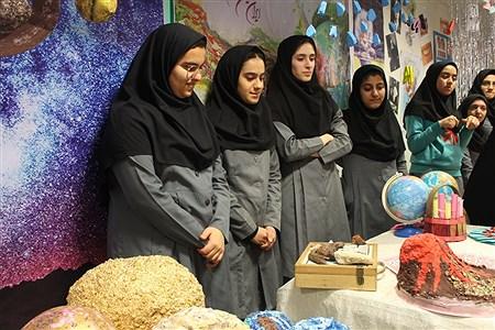 برگزاری نمایشگاه مدرسه انقلاب در دبیرستان دخترانه علمی همدان | Sahar Chahardoli