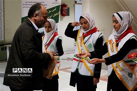 استقبال پیشتازان آذربایجان شرقی از کارکنان ستادی آموزش و پرورش استان به مناسبت هفته معلم  