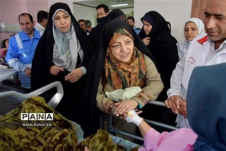 بازدید معاون رئیس جمهوری از مناطق زلزله زده سراب  