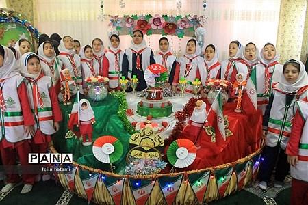 جشن دهه فجر در مدرسه تمام تشکیلاتی پنج تن آل عبا ناحیه 3 تبریز  
