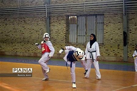 جشنواره فریادهای شادی و بازیهای همگانی و المپیاد ورزشی درون مدرسهای دبیرستان تمام تشکیلاتی در مراغه  