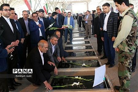 مراسم عطرافشانی و گلباران مزار شهدا به مناسبت هفته معلم در تبریز  