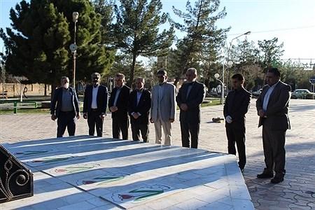 تجدید میثاق مدیر کل و جمعی از کارکنان آموزش و پرورش استان با شهدا ی گمنام در روز شهدا | MohadesehHesami
