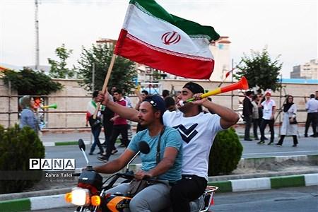 شادی مردم پس از برد تیم ملی والیبال ایران |