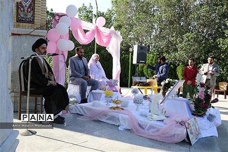 مراسم عقد زوج دانشجو در مزار شهدای گمنام |
