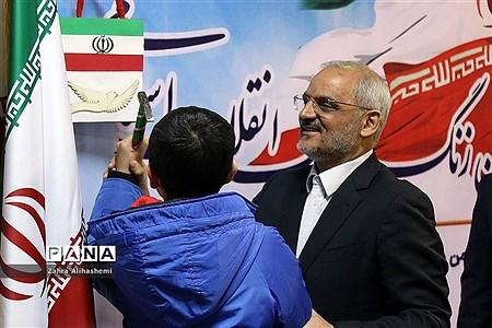 نواختن گلبانگ انقلاب اسلامی با حضور وزیر آموزش و پرورش |