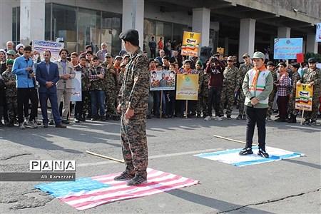 حضور دانشآموزان پیشتاز قائمشهر در راهپیمایی 13 آبان |