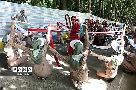 مراسم استقبال از دانش آموزان پیشتاز دختر در نهمین دوره اردوی ملی |