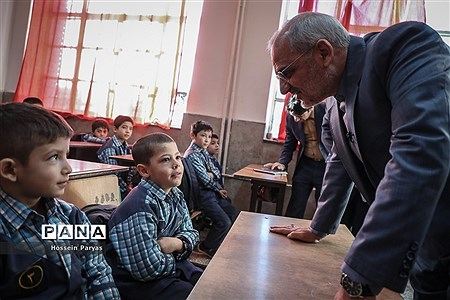 بازدید سرزده وزیر آموزش و پرورش از دبستان پسرانه چنگیزپور در منطقه 16 تهران |