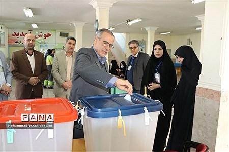 حضور پرشور مردم ورامین در انتخابات دوم اسفند |