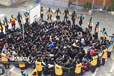 مانور زلزله در مدرسه دخترانه آیت الله صدر ناحیه یک ری |