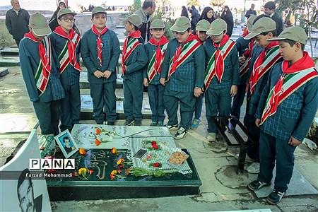 مراسم غبارروبی و عطر افشانی مزار شهدا در چهاردانگه |