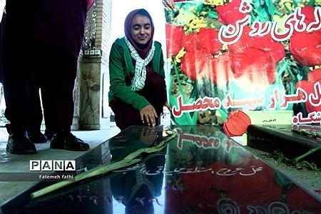 مراسم غبارروبی آرامگاه شهدا توسط دانشآموزان چهاردانگه |