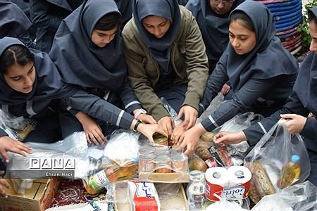 اهدای کمک به سیل زدگان توسط دانشآموزان مجتمع آموزشی گل نرگس مشهد |