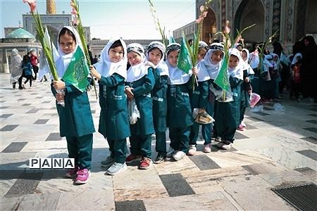 جشن شکوفه ها با حضور کلاس اولی ها در حرم مطهر امام هشتم (ع) |