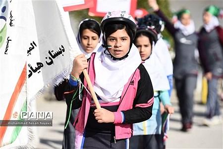 آیین افتتاحیه المپیاد ورزشی درون مدرسه آبادان در دبستان جلال آل احمد |