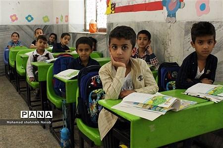 بازدید نماینده مردم خرمشهر و هیات همراه از دبستان امام هادی (ع) کوی مولوی خرمشهر |