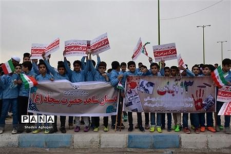 حضور پرشور دانشآموزان و فرهنگیان در راهپیمایی ۱۳ آبان شهرستان امیدیه |