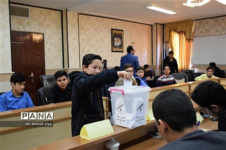 دهمین دوره انتخابات مجلس دانش آموزی استان قم (پسران) |