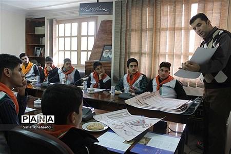 بازدید دانشآموزان پیشتاز هنرستان شهید شبیری از کتابخانه ملی غرب کشور |