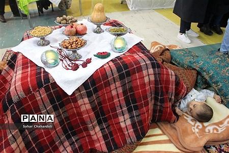بازدید رئیس اداره کانونهای فرهنگی و تربیتی از غرفههای جشنواره دستاوردهای کانونهای استان همدان |