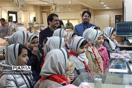 بازدید رئیس سازمان دانش آموزی و تعدادی از دانش آموزان پیشتاز از بیمارستان فرشچیان همدان |