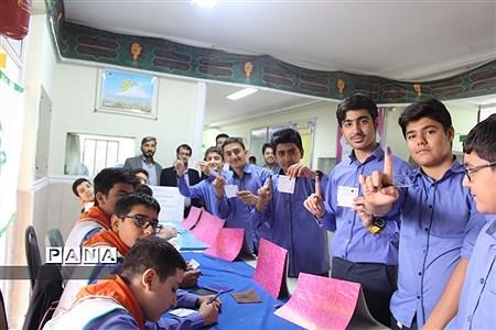 بازدید رئیس سازمان دانشآموزی استان همدان از انتخابات شورای دانشآموزی |