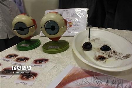 برگزاری نمایشگاه مدرسه انقلاب در دبیرستان دخترانه علمی همدان |