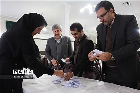 دهمین دوره انتخابات مجلس و شورای دانش آموزی استان همدان |