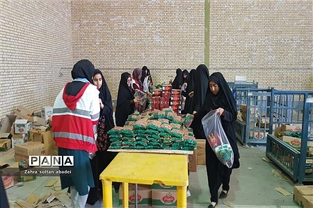 جمع آوری و بسته بندی کمک برای مناطق سیلزده؛ ایرانشهر. |